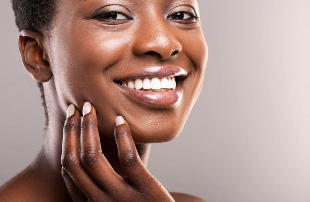 Ácidos para pele negra: quais escolher e como usar?