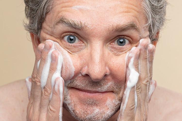 Como fazer limpeza de pele? Veja o passo a passo!