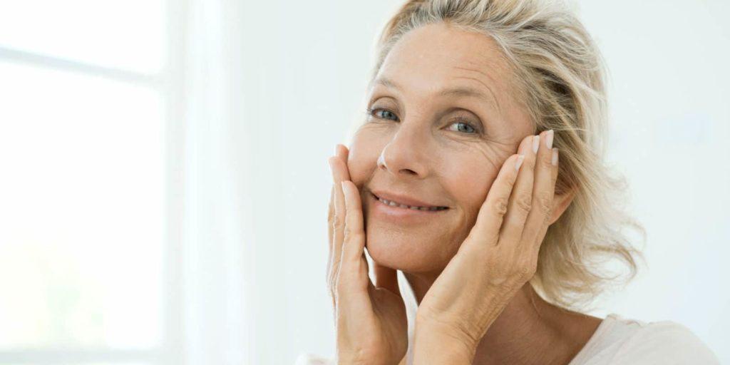 Dermatologista dá dicas de cuidados com a pele na menopausa